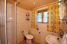 Sprchovací kút a WC